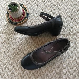 Dansko grey leather Mary Jane heels size 39/ 8.5-9